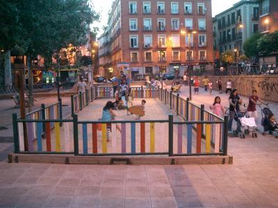Invasion de Niños y Vecinos en la Plaza